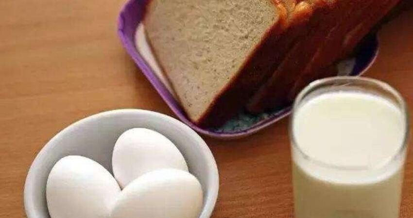 發燒後吃雞蛋、喝牛奶,會加重病情?營養師教你發燒後應該吃什麼